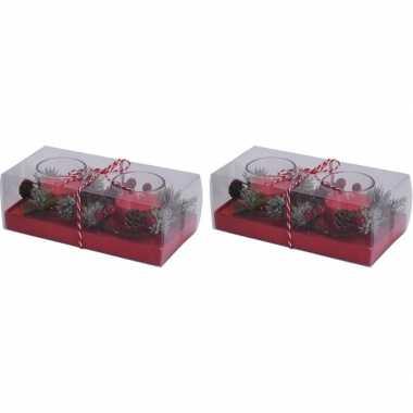 2 x 2 kerststukjes cadeau met waxinelichthouder rood 6 cm