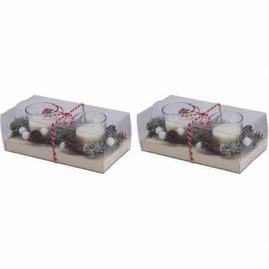 2 x 2 kerststukjes cadeau met waxinelichthouder wit 6 cm